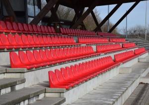 Die Haupttribüne des Lhoist Sportparks. Foto: TME