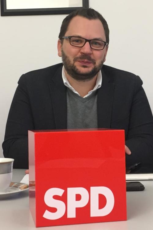 Florian Peters (SPD, Mitte), hier im Bild mit Andrea Rottmann und Heribert Klein., Foto: TME
