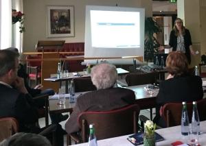 Nora-Jean Harenbrock erläuterte die Ergebnisse von Workshop und Quartier-Spaziergang. Foto: TME
