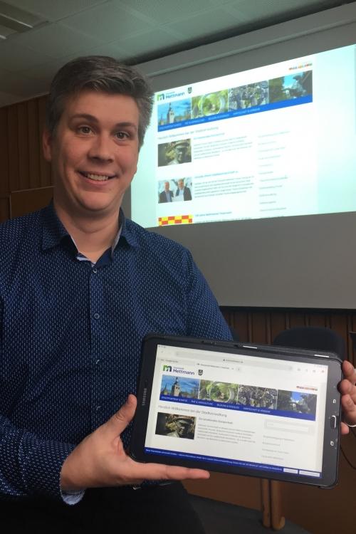 Christian Barra (Presse und Öffentlichkeitsarbeit) stellt die neue Homepage vor. Foto: TME