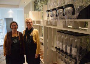 """Cristin Prehn (l.) und Anne Scheemann sind voller Vorfreude auf ihren """"Unverpackt""""-Laden. Foto: TME"""