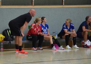 Trainer Michael Cisik (l.) ist ein engagierter, bewegter Trainer am Spielfeldrand. Foto: TME