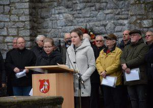 Romy Kandera (r.) und Leni Birkner hielten zum Volkstrauertag eine sehr poliitische Rede. Foto: TME