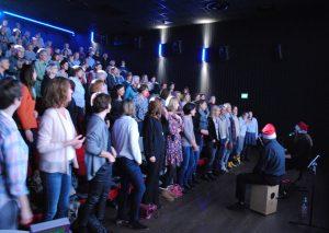 Weihnachtssingen im Mettmanner Kino. Foto TME