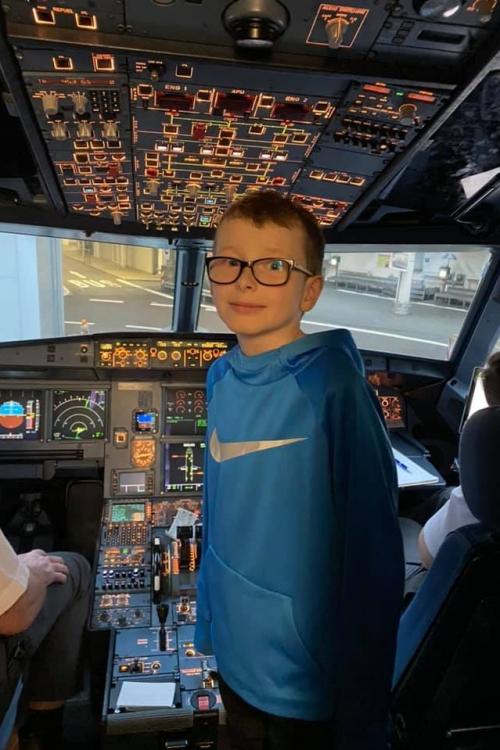 Daniel im Cockpit der Maschine, die ihn nach Barcelona gebracht hat. Foto: J. Walus