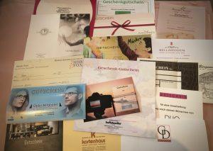 Eine kleine Auswahl der erhältlichen Gutscheine. Foto: Cora Fuchs