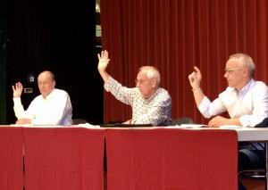 Die finale Abstimmung: Auch Jörg Giesecke-Bulle, Hans Günther Kampen und Stefan Prangenberg stimmten für die Auflösung der UBWG. Foto: TME