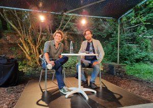 Regionenschreiber Tilman Strasser (l.) im Gespräch mit Kollege und Moderator Yannic Federer. Foto: TME