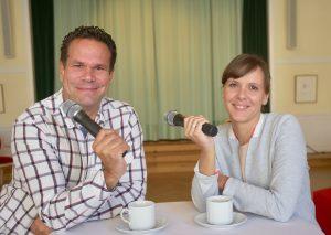 Tanja Bamme und Philipp Nieländer moderieren die Podiumsdiskussion.