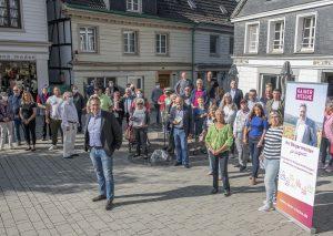 Unterstützer von SPD, WG, Die Linke und FDP stellen sich hinter den Kandidaten Rainer Ritsche. Foto: F. Thomas Müller