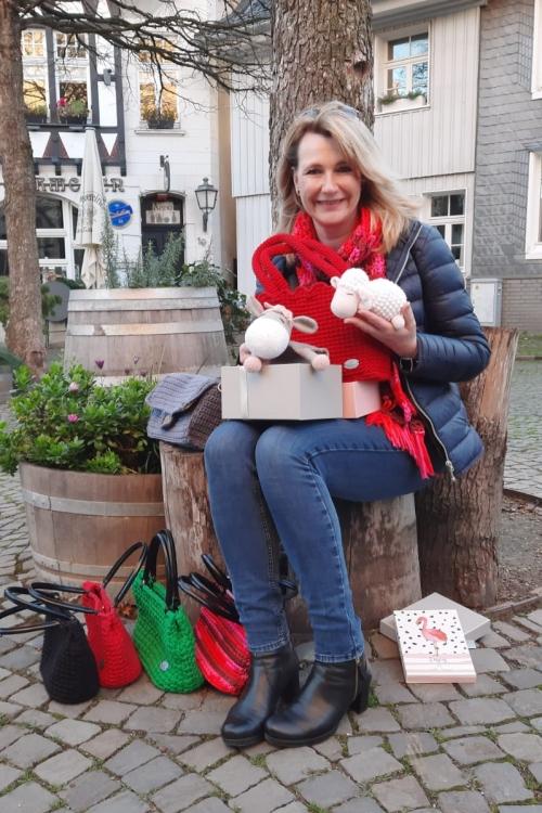 Heike Thiemann häkelt Taschen, Tiere, Mützen und Schals. Foto: TME