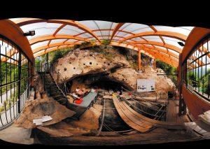 In Kooperation mit  Grotta di Fumane aus dem Netzwerk Ice Age Europe führen Experten durch die Museen und zu der Fundstelle und berichten über die eiszeitlichen Funde. Foto: Neanderthal Museum