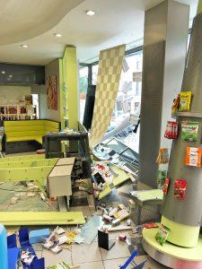 Der Innenraum der Apotheke wurde erheblich beschädigt.