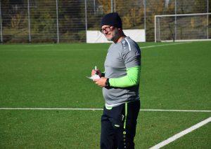 Trainer Goran Tomic musste sich heute viele Notizen machen. Foto: TME